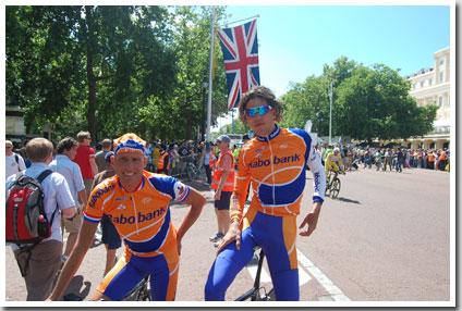 Michael Boogerd en Thomas Dekker net voor de proloog van de Tour de France 2007 in Londen
