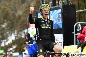 Paris-Nice 2018: Simon Yates solo and with a double win in the 7th stage!