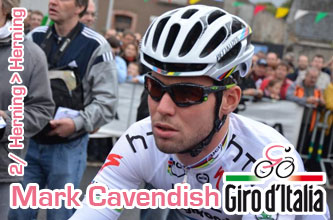 Mark Cavendish wins the first sprint of the Giro d'Italia 2012