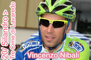 Vincenzo Nibali again first, in the snow on top of the 20th stage of the Giro d'Italia 2013