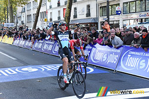 Matteo Trentin (Etixx-QuickStep) wins Paris-Tours 2015!
