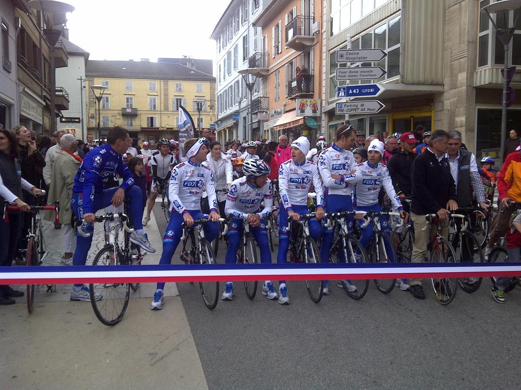 De startstreep van de 12de etappe van de tour de france - Office de tourisme st jean de maurienne ...