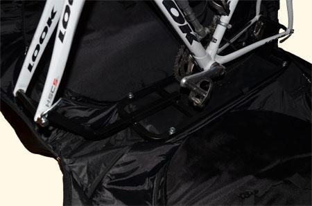 De fiets gemonteerd op het frame