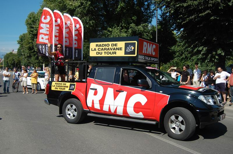 la caravane du tour de france perd sa radio officielle rmc blog paris. Black Bedroom Furniture Sets. Home Design Ideas