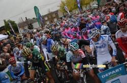 Peloton au départ de Paris-Tours 2011
