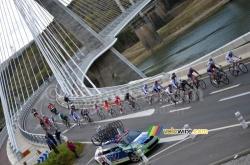 De kopgroep op de Pont de Terenez