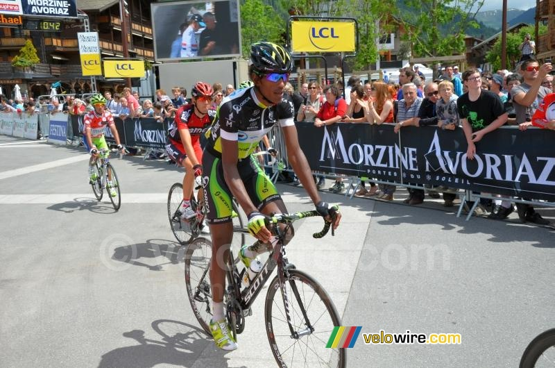 Daniel Teklehaimanot (Orica-GreenEDGE) aan de finish