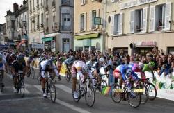 Nacer Bouhanni wint de etappe in Nemours