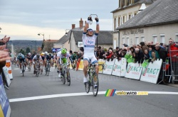 Marcel Kittel takes the win in Cérilly