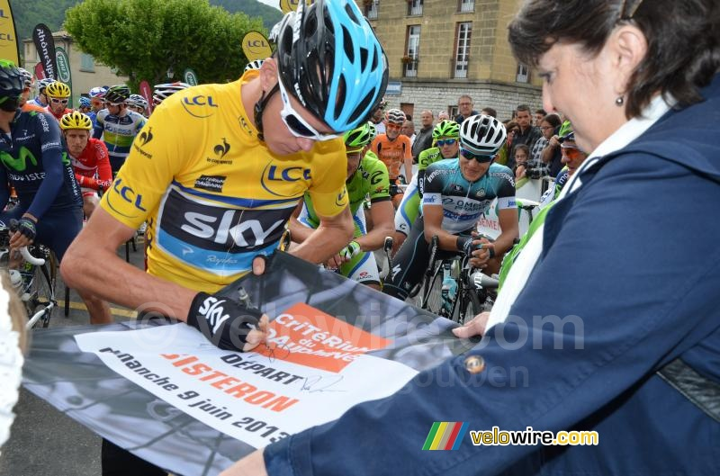 Chris Froome signs the start flag