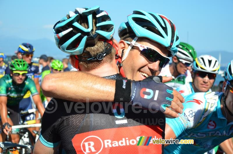 Jan Bakelants congratulated by Maxime Monfort