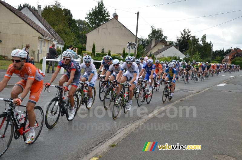 The peloton back in Isbergues (2)