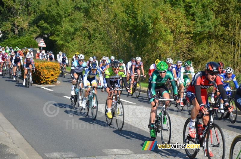 The peloton in Possé-sur-Cisse (6)