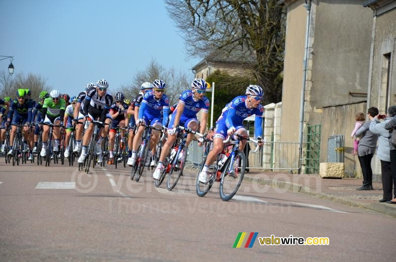 The peloton in Bouhy