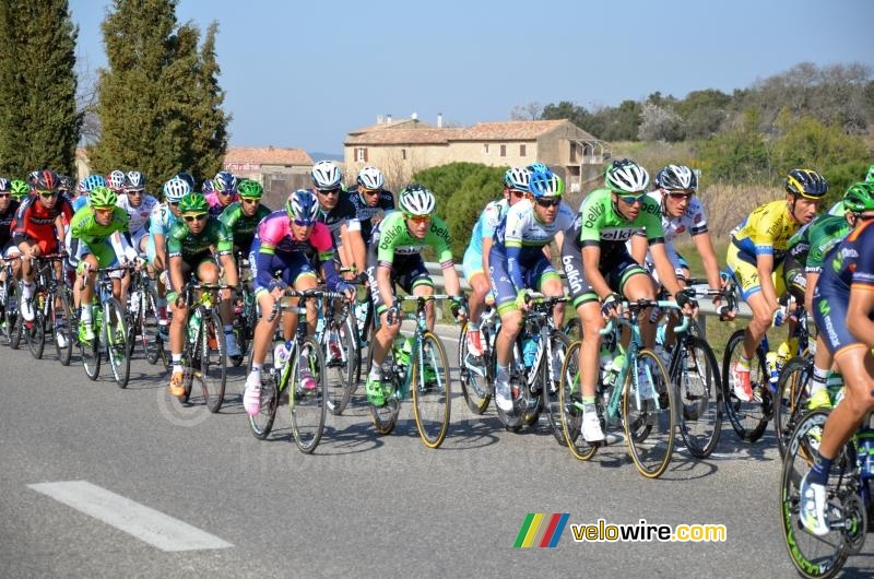 A split-up peloton close to Baumettes (4)