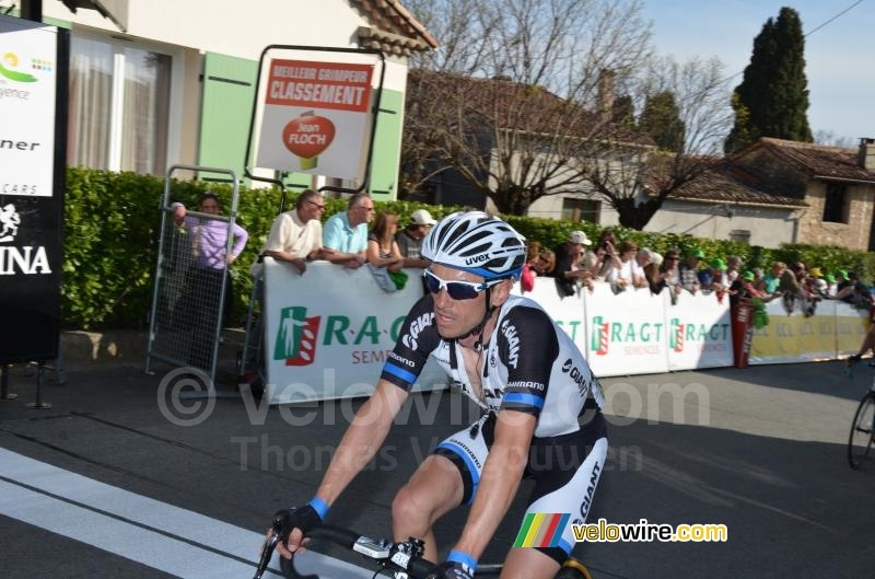 Dries Devenyns (Team Giant-Shimano) komt over de streep