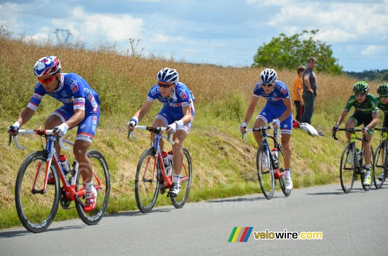 Nacer Bouhanni & Arnaud Demare well protected by the FDJ.fr team