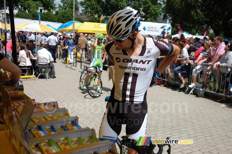 Albert Timmer takes some Powerbar products