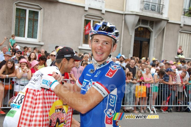 Mickael Delage (FDJ.fr) goes off with his Cochonou bag