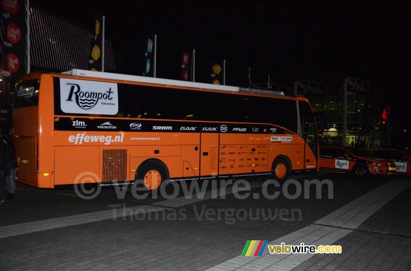 De bus van Team Roompot