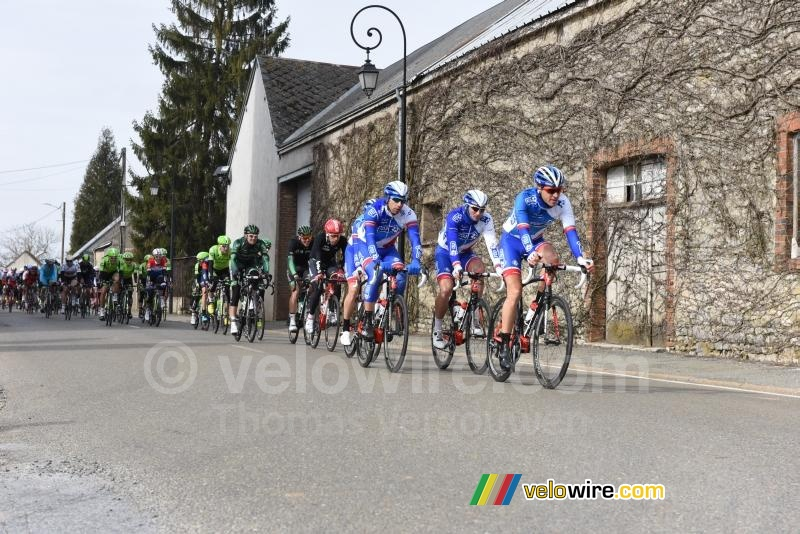 The peloton in Cormainville led by the FDJ team