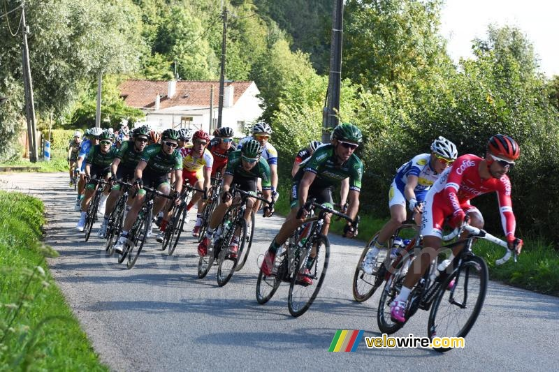 The peloton in Bomy (2)