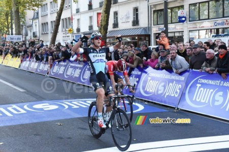 Matteo Trentin wins Paris-Tours 2015