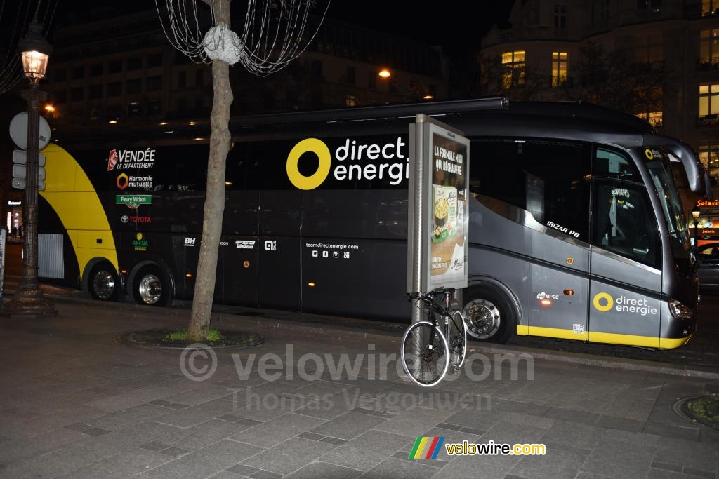 The bus of the Team Direct Energie was already on the Champs-Elysées!