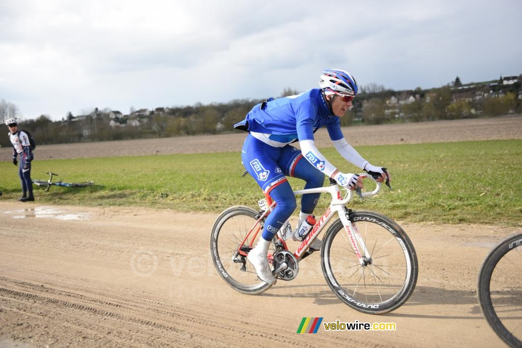Arthur Vichot (FDJ) on the first sand road