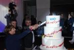 Les frères Madiot et Stéphane Pallez (PDG de la FDJ) coupent le gâteau d'anniversaire (1840x)