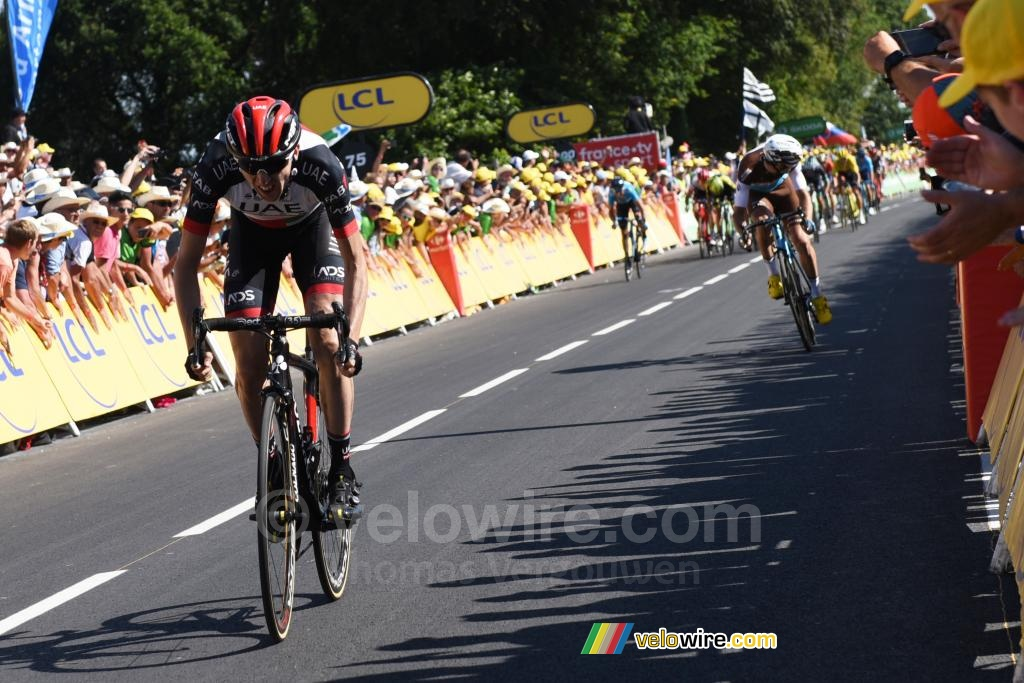 Dan Martin (UAE Team Emirates) wins the stage in Mûr-de-Bretagne
