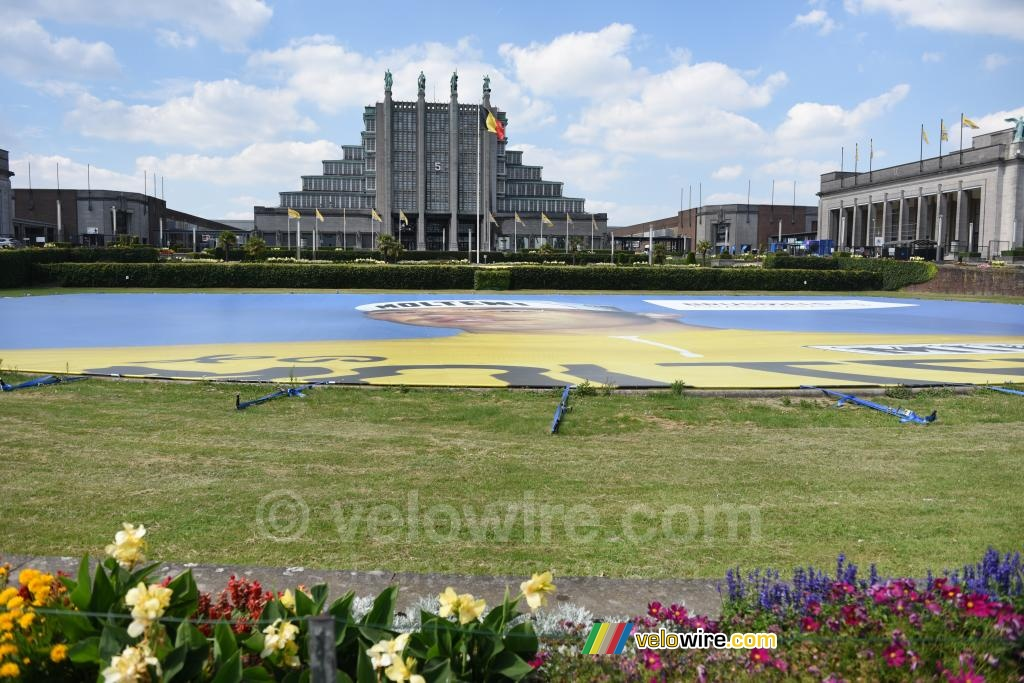 Brussels Expo with a big image of Eddy Merckx on the ground