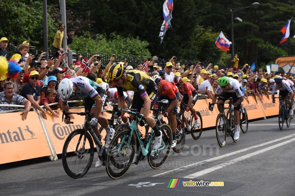 The sprint between Peter Sagan & Mike Teunissen (2)