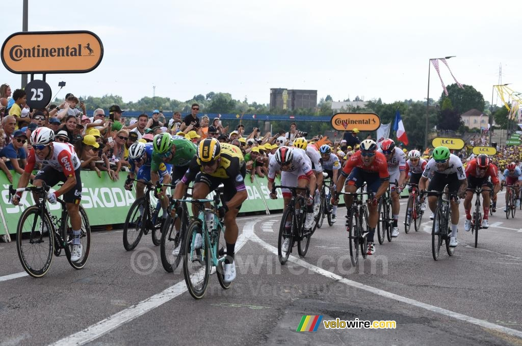 Dylan Groenewegen (Jumbo-Visma) on his way to a sprint victory