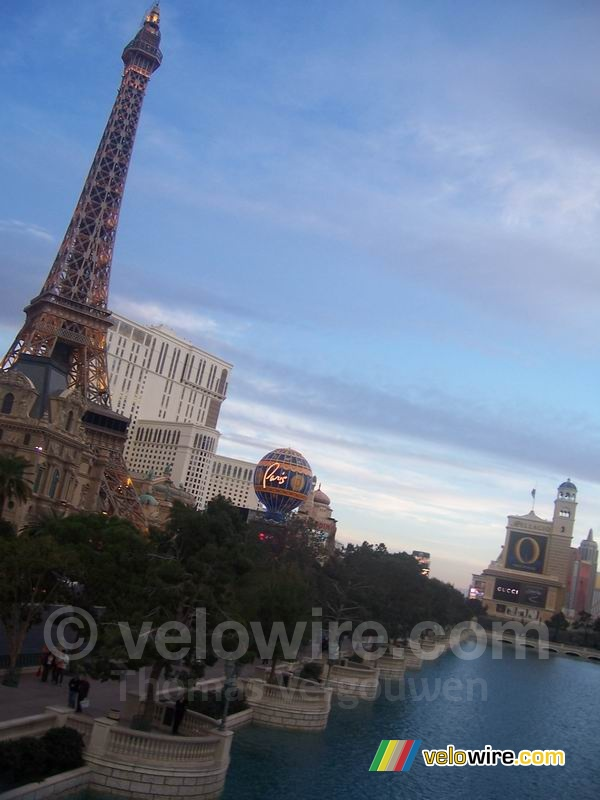 On the left Paris with the Eiffel Tower, on the right the entrance of the Bellagio