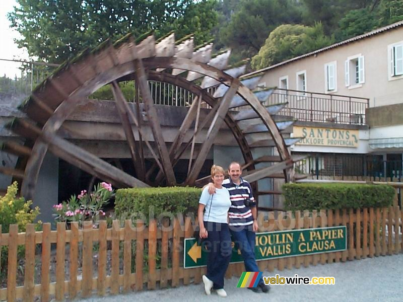 foto de Fontaine de Vaucluse III: my parents in front of the water mill of ...