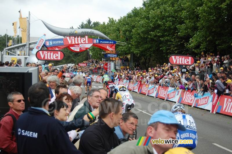 The finish in Plumelec
