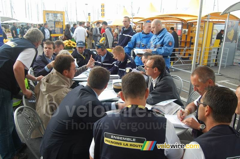 Meeting about the track and any specific issues with it for today's stage