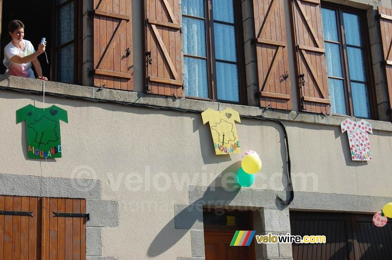 Decoration in Aigurande : the green, yellow and polka dot jersey