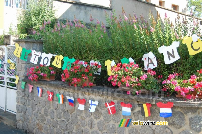 Decoration in Aigurande : shirts with flags