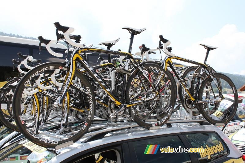 The bikes on the roof of the HTC-Columbia car