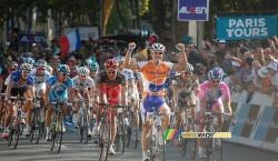 Oscar Freire wint Parijs-Tours 2010