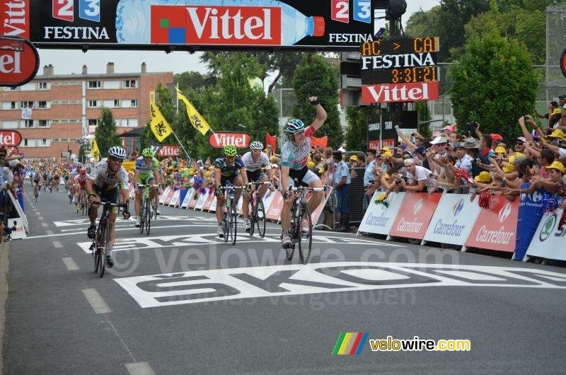 André Greipel (Omega Pharma-Lotto) wint van Mark Cavendish (2)
